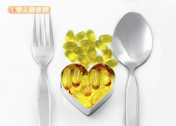 魚油富含可被人體吸收利用的多元不飽和脂肪酸Omega-3,對於心血管的保護有加分效果。