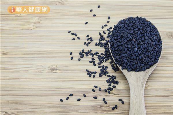 每100克黑芝麻含有10.4毫克的鐵,有補血的作用。