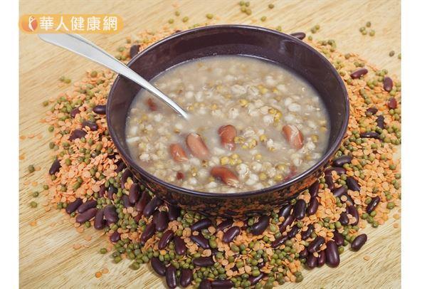 綠豆仁湯篇寒涼,脾胃虛寒、體虛頻尿、手腳冰冷的人不宜多食。