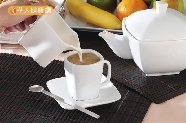 營養師劉玟漳表示,喝鮮奶茶並不會導致腎結石。