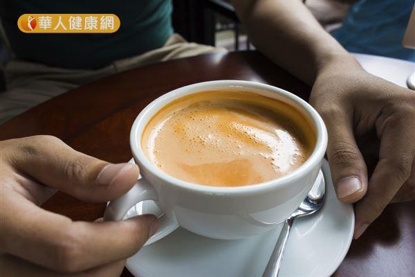經常飲用加奶精或鮮奶油的奶茶,容易導致肥胖,並增加罹患慢性病的機率。