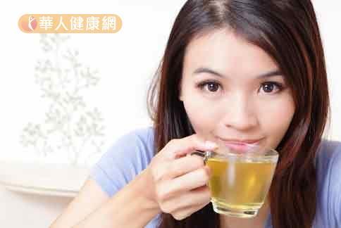 含有中藥材的能量茶飲,可幫助虛寒體質女性改善手腳冰冷。
