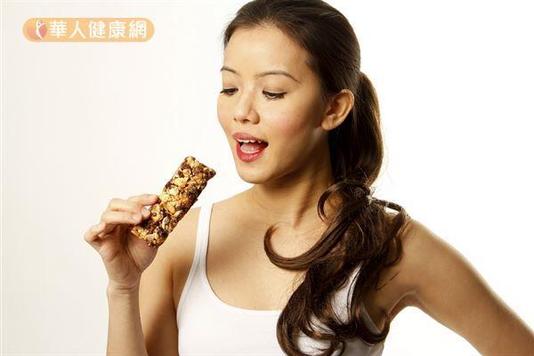 代餐雖然營養高,但熱量通常較低,減肥時只吃代餐,容易會有熱量不足的情況。