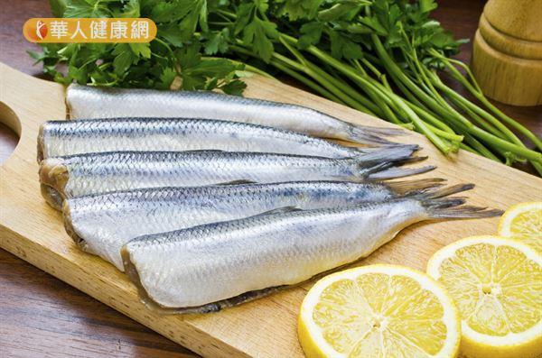 建議民眾適量吃魚,可以攝取天然Omega-3脂肪酸。
