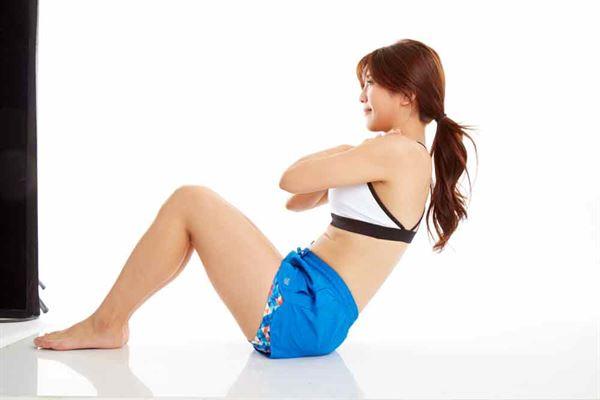 仰臥起坐能刺激此處的血管與經絡,加速血液循環,對於生理病也有預防效果。(圖片提供/時報出版)