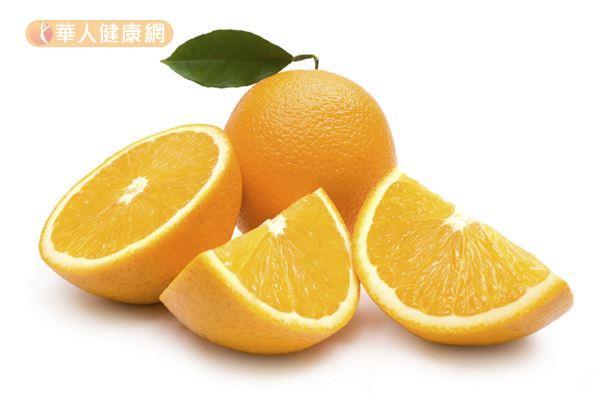 柳橙富含纖維、維生素C、柚皮苷,能幫助排便順暢。