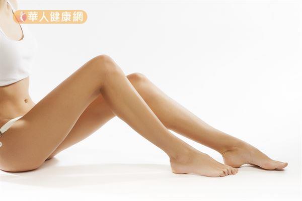 久坐容易造成小腿水重,不妨適度按壓穴位,有助維持纖纖美腿。