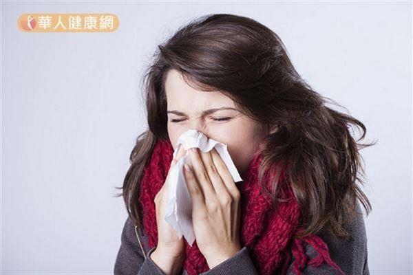 感冒或流感容易造成身體免疫力下降,躲在鼻咽腔的肺炎鏈球菌,此時可能長驅直入。