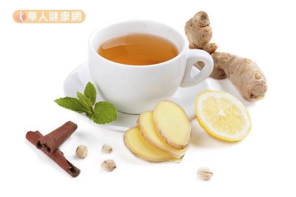 晚上氣溫下降,人體新陳代謝變慢,飯後2小時可喝點老薑水促進血液循環,可保持紅潤好氣色。