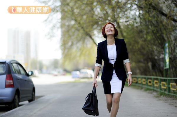 刻意把車子停在離公司較遠的地方,上下班時就能增加走路的機會。