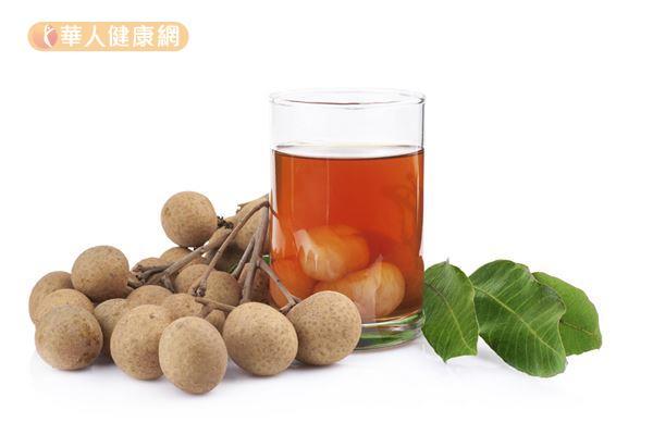 桂圓紅棗茶適合體質屬血虛型的人,有助改善手腳冰冷困擾。