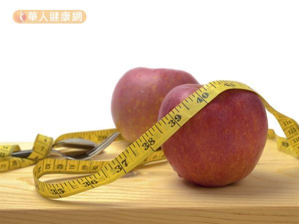 年節期間吃太多魚肉和高油脂食物,不妨吃些蘋果來幫助消脂減重。
