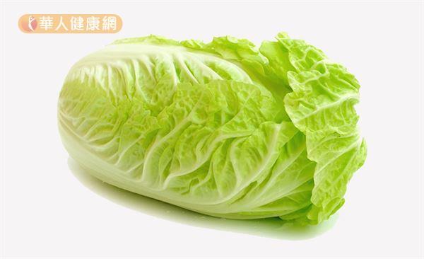 烹調大白菜時建議橫切成10至12公分的適口大小,切太小營養素容易流失。