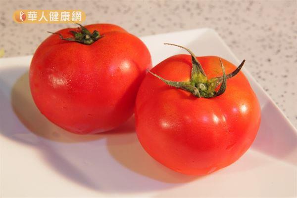 挑選番茄時記得選有蒂頭的,其具有保護作用。