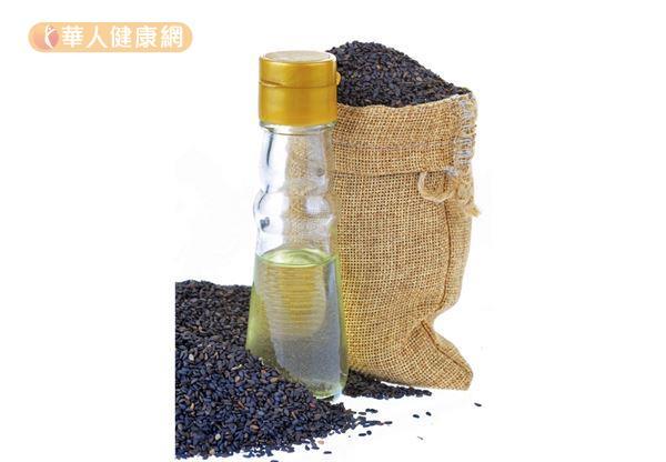 由於黑麻油屬性溫熱,適合進補使用通常用於麻油雞、麻油麵線、燒酒雞等滋補、強身的料理。