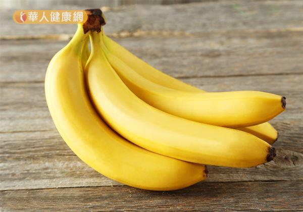 在中醫角度來說,香蕉味甘性寒,具有清熱、潤腸、解毒的特性,適度食用有助緩解便祕、痔瘡等不適。可對於下列3大族群來說,食用過量反而弊大於利。