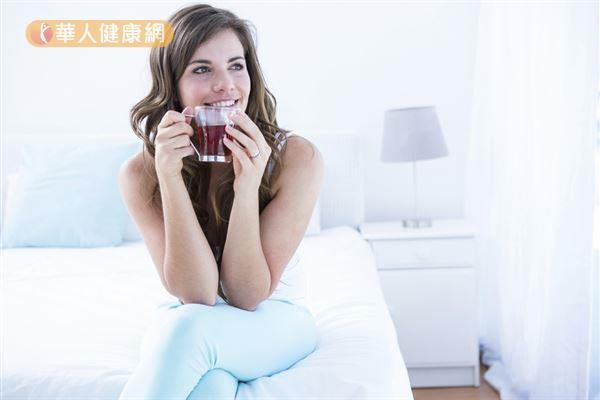 喝點薑製茶飲,可以溫暖身體提升新陳代謝。