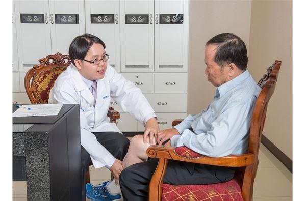 鄧翔駿醫師表示,不動刀關節治療術,雖然開啟了關節退化的新契機。但疾病仍須醫師評估。一般而言,越早治療效果越好。(圖片提供/鄧翔駿醫師)
