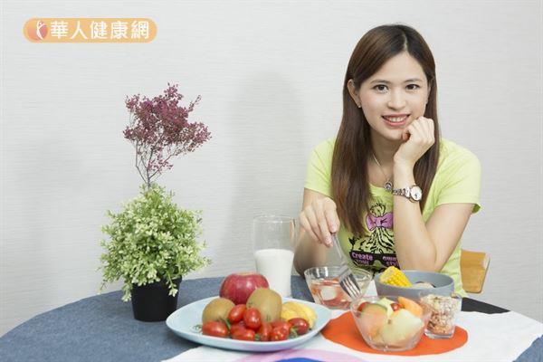 張佩蓉營養師提醒,吃對食物才能養出Q彈美肌!(攝影/江旻駿)