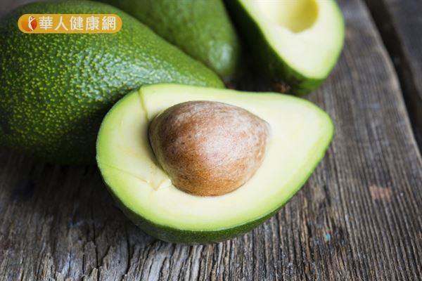 酪梨富含健康油脂和維生素E,是保養肌膚的好食材。