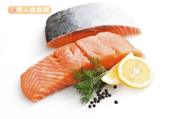 鮭魚富含omega-3脂肪酸,能促進皮膚健康和美麗。