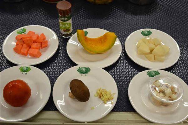南瓜蕃茄濃湯,具有抗氧化食材,包括;馬鈴薯、蕃茄、紅蘿蔔及南瓜等。(圖片提供/大林慈濟醫院)