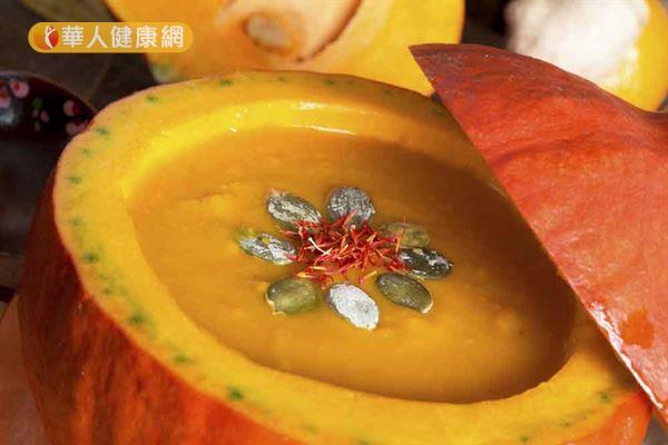 南瓜蕃茄濃湯具有高抗氧化成分,適合癌症病友治療期間食用。