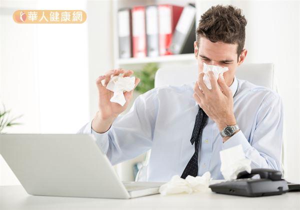 鼻塞發生的原因,除了與過敏體質有關;錯誤的口呼吸習慣,導致吸入過量空氣,以及上呼吸道筋膜沾黏阻塞,才是真正的關鍵肇因!