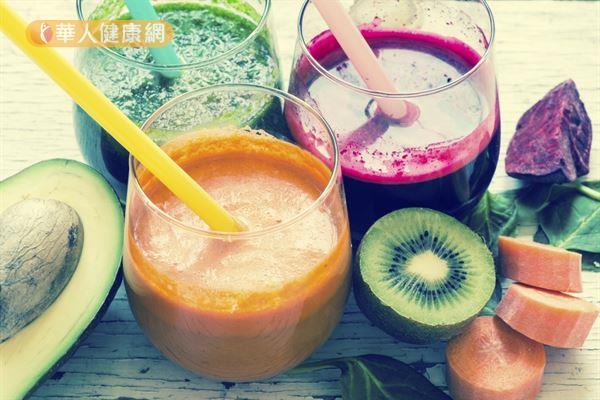 蔬果汁为流质型态,方便忙碌的上班族和咀嚼能力差的老年人食用。