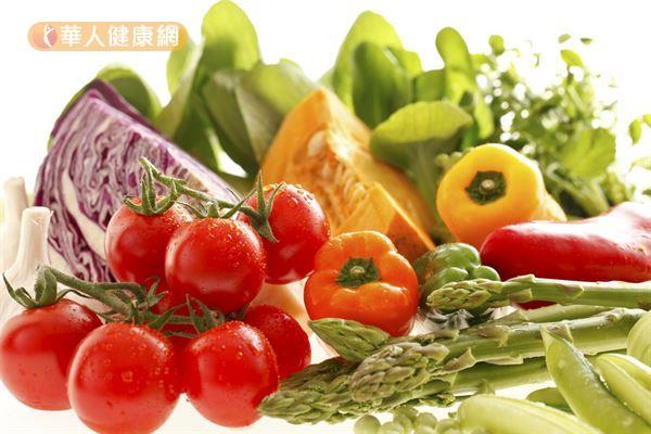 每天攝取足量的五色蔬菜,就能吃進不少葉黃素。