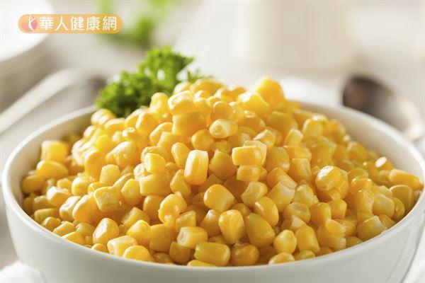 除了深綠色葉菜類,黃澄澄的玉米也含有豐富的葉黃素,是保護眼睛的好選擇。