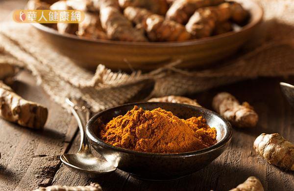預防發生心肌梗塞,建議攝取可以清血管的熱性食物,包括夏天可吃九層塔、紫蘇、艾草、薑。