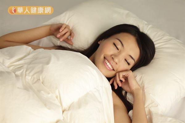 有睡眠障礙的人最好提前洗澡,不要一洗完澡馬上睡覺,以免難以入睡。