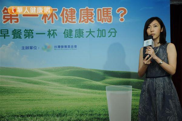 ▲圖片來源/華人健康網提供   吳映蓉博士(如圖)強調,早餐飲用過多的含糖飲料,會讓注意力不集中。(攝影/記者張世傑)