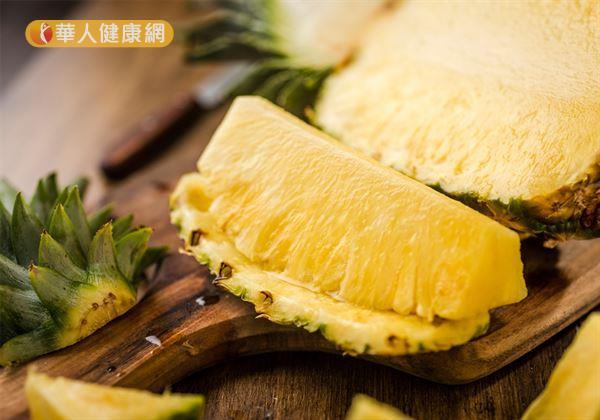 飯後吃點鳳梨,能幫助屬於蛋白質類的蛋、豆、魚、肉類等食物分解,達到促進人體消化、吸收,減少腸胃不適的作用。