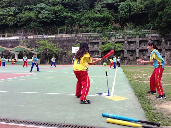 樂樂棒球安全又有趣,男童和女童都可以享受運動的樂趣!