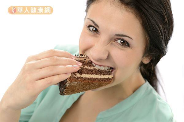 過量攝取高糖分的甜食,或是寒涼、油膩、重口味的飲食,都可能傷害脾胃,形成痰濕體質。