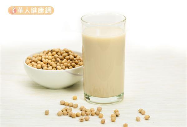 多囊性卵巢症候群患者可以適度喝豆漿,但建議選擇無糖或低糖。