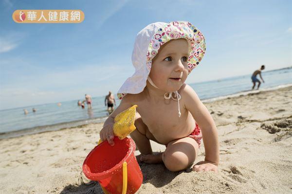 醫學研究證實,紫外線對於皮膚的傷害是會累積的,防曬習慣應該從小做起。