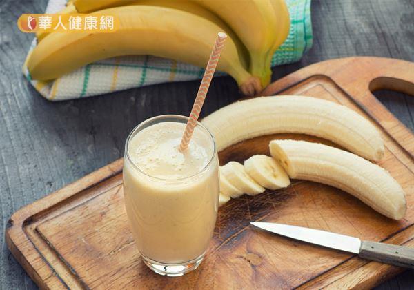 適度利用香蕉、布丁中和優格的酸味,有助於小朋友補充缺乏的膳食纖維、蛋白質、鈣質等營養素。