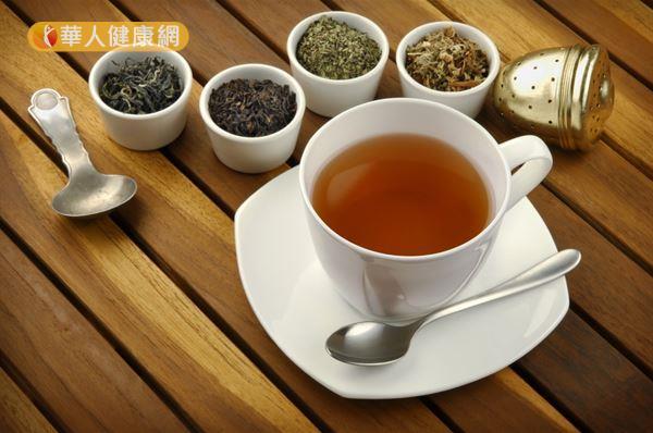 茶中的兒茶素及黃酮素都具有抗氧化功效,可以對抗體內自由基,幫助延緩老化。