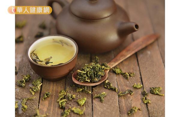 要特別注意喝越多茶,要補充的水分也就越多。