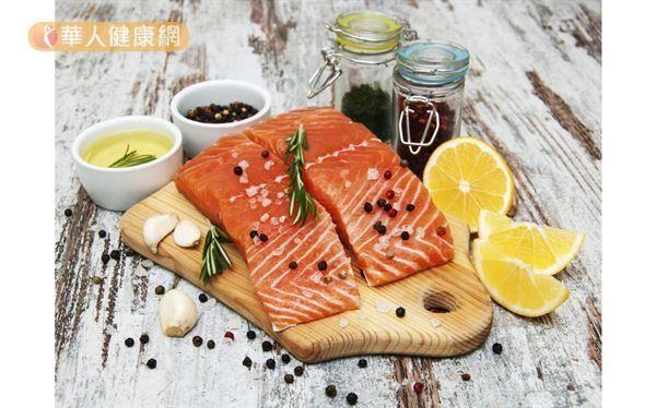 預防乾眼症建議多補充Omega-3魚油、亞麻仁油,以增加淚油層功能。