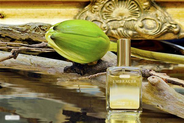 金色寶藏精油香水精選印度粉紅蓮花為主角,其香味清新脫俗,高雅有氣質。