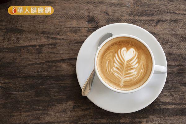 建議戒菸期間暫停喝咖啡,以免咖啡因誘發菸癮,影響戒菸計劃!