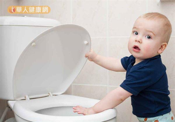 便祕是嬰幼兒十分常見的一種症狀,透過飲食調整多可以獲得改善。
