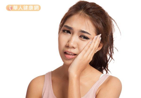 外界盛傳的「拔智齒有助瘦臉」的說法,李昆縉牙醫師強調,這實在是無稽之談!事實上,智齒是在人體下頜骨完全成型後才萌發,所以,智齒拔除與否,並不會影響臉型的變化,對於瘦臉更是沒有幫助。