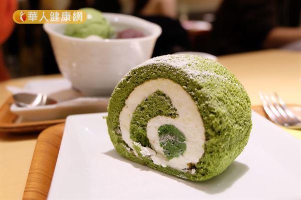 ▲圖片來源/華人健康網提供    一小片抹茶蛋糕捲熱量竟高達200大卡,約3/4碗白飯。