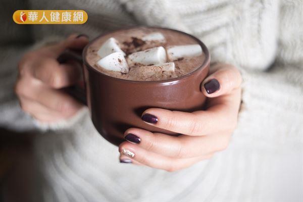 ▲圖片來源/華人健康網提供  熱巧克力中的可可鹼有放鬆食道括約肌的作用,喝多了反而容易引發胃食道逆流。