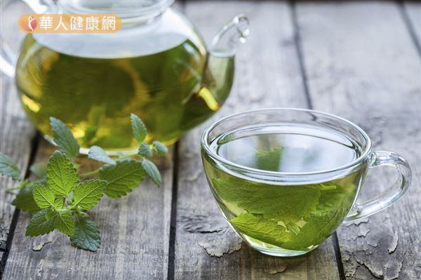 薄荷茶有助於降低血液中游離及總睾丸酮,並能減緩多毛症。